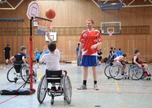Basketballcamp Freising Spieler mit Korb